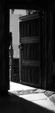 theinfill - Medieval to Jacobean dolls house - Grt Hall door