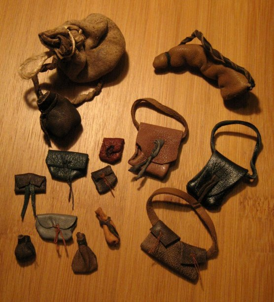 theinfill - Medieval, Tudor to Jacobean dolls house - leather scrips and bags for 1:12 dolls