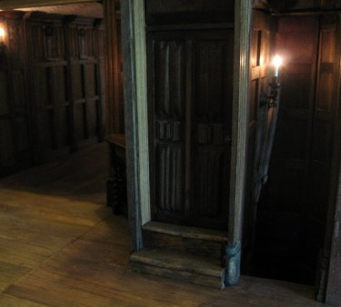 theinfill - Medieval, Tudor, Jacobean dolls house blog - Long Gallery a turn on the stair