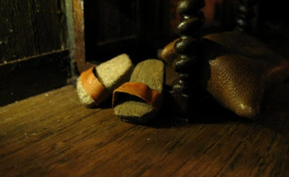 theinfill Medieval, Tudor, Jacobean 1:12 dolls house blog - the infill dolls house blog – clogs fixed to the side stretcher of the chair