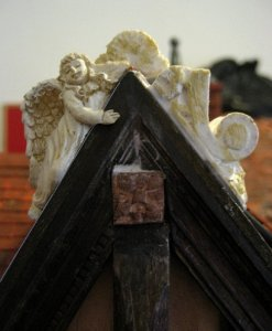 theinfill Medieval, Tudor, Jacobean dolls house blog - theinfill dolls house blog – Dolls House Emporium Angel Shelf Sitter - balancing off a singleton - 2