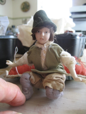 theinfill Medieval, Tudor, Jacobean dolls house blog - theinfill dolls house blog – apprentice at work clothing 3rd figure problems with modern fabtic 2
