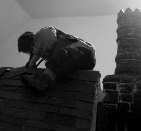 theinfill Medieval, Tudor, Jacobean dolls house blog - theinfill dolls house blog – man on ridge hauling on rope