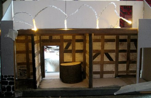 theinfill Medieval, Tudor, Jacobean dolls house blog - Hogepotche Hall –Hodgepodge Hall – warmer light from second string of fairy lights