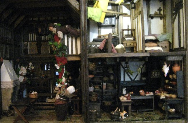 theinfill dolls house blog Hogepotche Hall –Hodgepodge Hall - a Medieval, Tudor, Jacobean dolls house blog - looking for colour 3