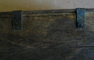 theinfill dolls house blog Hogepotche Hall –Hodgepodge Hall - a Medieval, Tudor, Jacobean dolls house blog - old plank chest 3