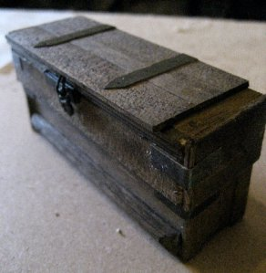 theinfill dolls house blog Hogepotche Hall –Hodgepodge Hall - a Medieval, Tudor, Jacobean dolls house blog - old plank chest