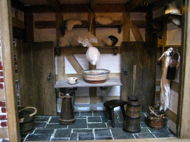 theinfill dolls house blog Hogepotche Hall –Hodgepodge Hall - a Medieval, Tudor, Jacobean dolls house blog - dairy and cheeses