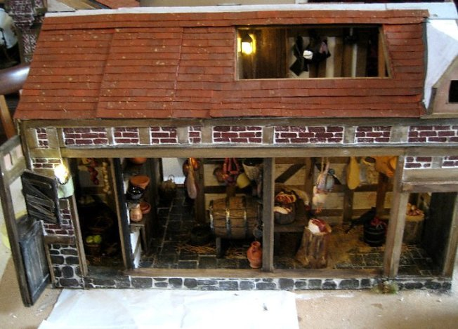 theinfill dolls house blog Hogepotche Hall –Hodgepodge Hall - a Medieval, Tudor, Jacobean dolls house blog - lift off roof sections