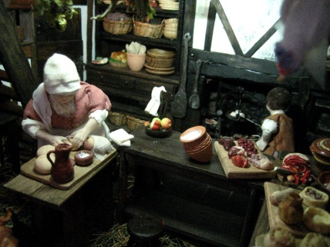theinfill dolls house blog Hogepotche Hall –Hodgepodge Hall - a Medieval, Tudor, Jacobean dolls house blog - kitchen workers at work