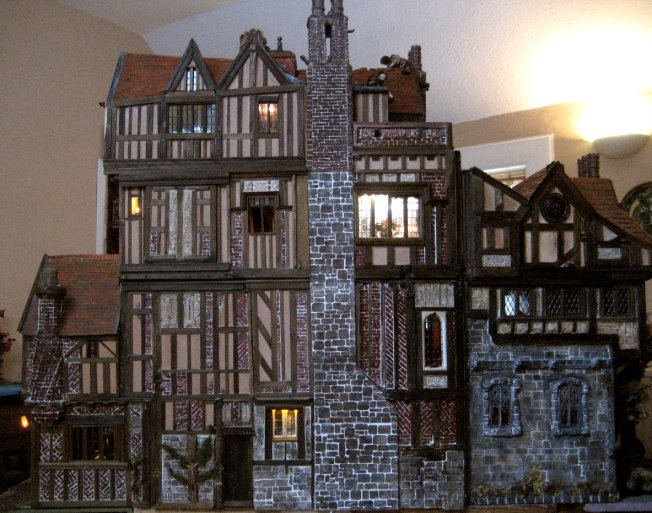 theinfill dolls house blog Hogepotche Hall –Hodgepodge Hall - a Medieval, Tudor, Jacobean dolls house blog - lighting test