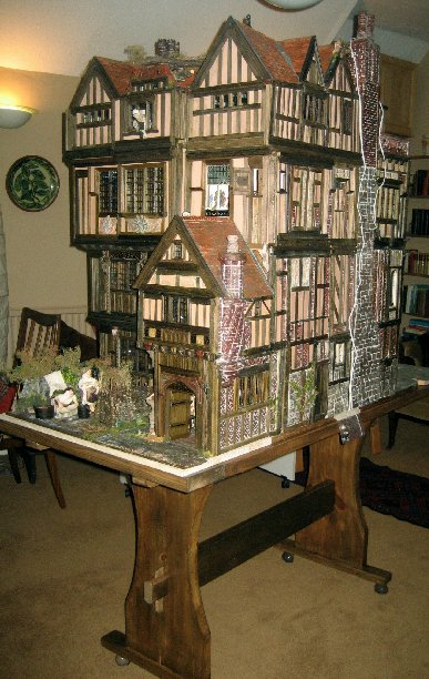 theinfill dolls house blog Hogepotche Hall –Hodgepodge Hall - a Medieval, Tudor, Jacobean dolls house blog - getting Hogepotche onto its new table