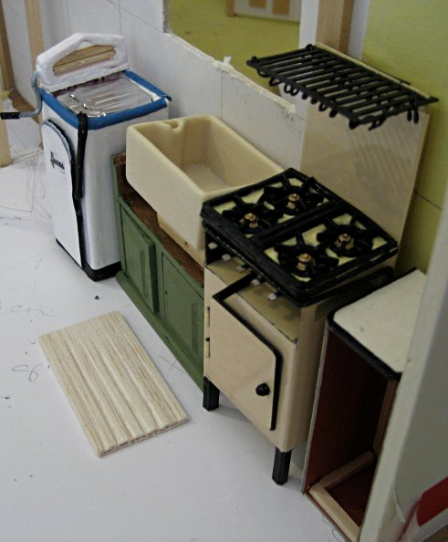theinfill art deco dolls house blog, theinfill dolls house blog, theinfill 1930s-50s Deco House, Hogepotche Hall –Hodgepodge Hall - Medieval Tudor Jacobean dolls house blog - washing machine in the kitchen