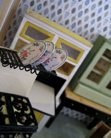 theinfill dolls house blog 1930s Deco House, Hogepotche Hall –Hodgepodge Hall - a Medieval, Tudor, Jacobean dolls house blog - Jane Harrop cooker kit - plate rack