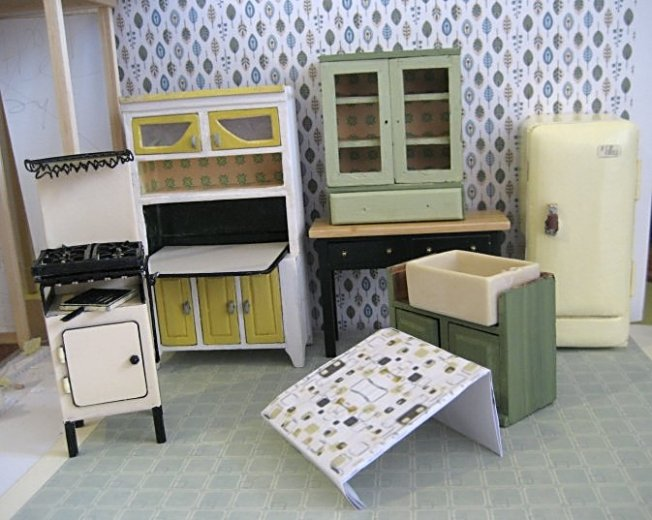 theinfill dolls house blog 1930s Deco House, Hogepotche Hall –Hodgepodge Hall - a Medieval, Tudor, Jacobean dolls house blog - kitchen possible colour scheme