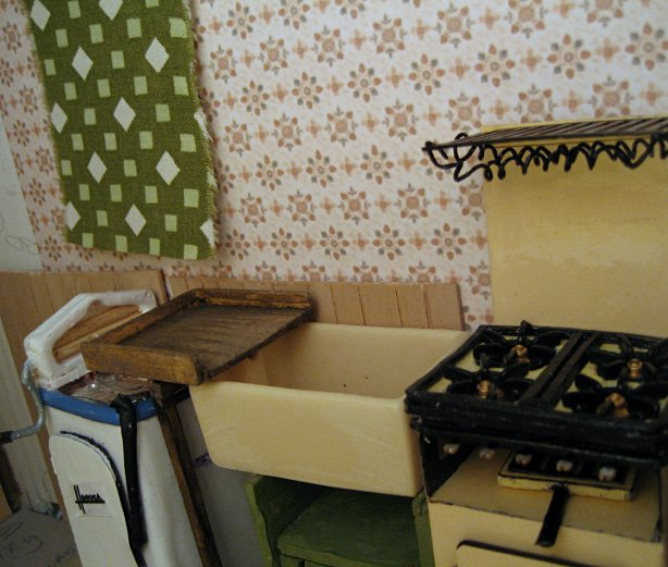theinfill art deco dolls house blog, theinfill dolls house blog, theinfill 1930s-50s Deco House, Hogepotche Hall –Hodgepodge Hall - Medieval Tudor Jacobean dolls house blog - kitchen wallpaper