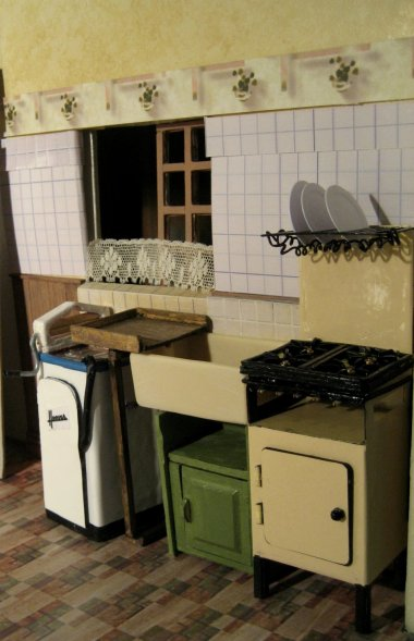 theinfill art deco dolls house blog, theinfill dolls house blog, theinfill 1930s-50s Deco House, Hogepotche Hall –Hodgepodge Hall - Medieval Tudor Jacobean dolls house blog - kitchen wallpaper and lino