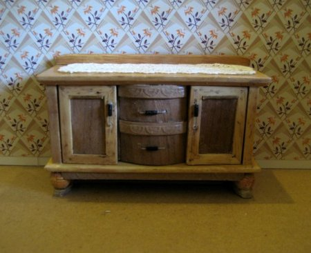 theinfill art deco dolls house blog, theinfill dolls house blog, theinfill 1930s-50s Deco House, Hogepotche Hall –Hodgepodge Hall - Medieval Tudor Jacobean dolls house blog - sideboard with lacy runner