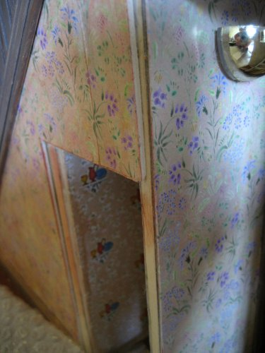 theinfill art deco dolls house blog, theinfill dolls house blog, theinfill 1930s-50s Deco House, Hogepotche Hall –Hodgepodge Hall - Medieval Tudor Jacobean dolls house blog - hallway - contrast of original wallpaper to stained
