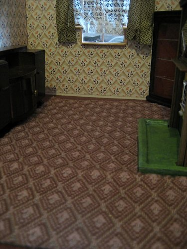 theinfill art deco dolls house blog, theinfill dolls house blog, theinfill 1930s-50s Deco House, Hogepotche Hall –Hodgepodge Hall - Medieval Tudor Jacobean dolls house blog - finishing edges - dining room carpeting
