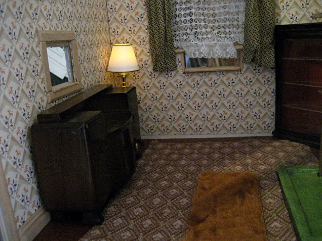 theinfill art deco dolls house blog, theinfill dolls house blog, theinfill 1930s-50s Deco House, Hogepotche Hall –Hodgepodge Hall - Medieval Tudor Jacobean dolls house blog - dining room dressing