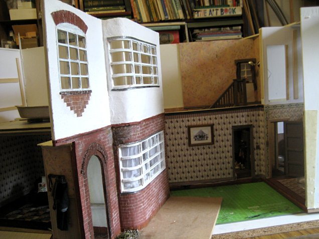 theinfill art deco dolls house blog, theinfill dolls house blog, theinfill 1930s-50s Deco House, Hogepotche Hall –Hodgepodge Hall - Medieval Tudor Jacobean dolls house blog - thro doors and windows