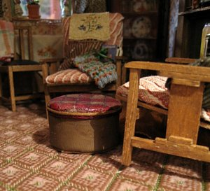 theinfill art deco dolls house blog, theinfill dolls house blog, theinfill 1930s-50s Deco House, Hogepotche Hall –Hodgepodge Hall - Medieval Tudor Jacobean dolls house blog - pouffe in dining room