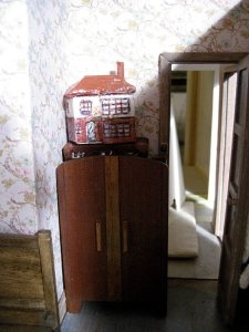 theinfill art deco dolls house blog, theinfill dolls house blog, theinfill 1930s-50s Deco House, Hogepotche Hall –Hodgepodge Hall - Medieval Tudor Jacobean dolls house blog - mini dollhouse of house