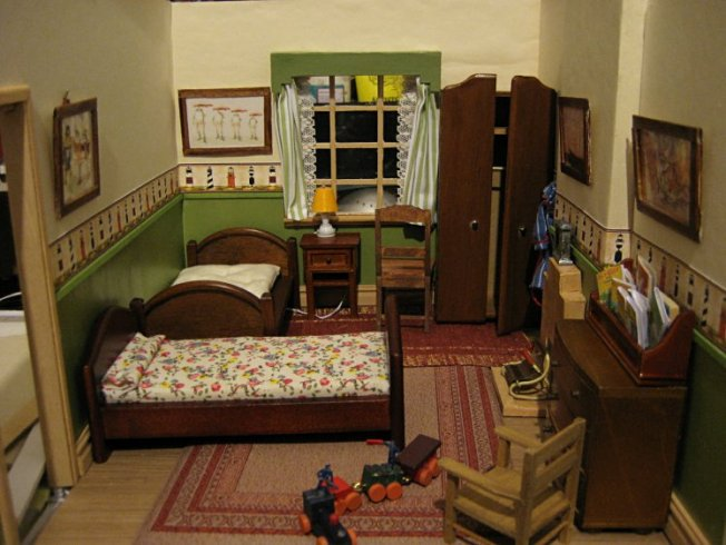 theinfill art deco dolls house blog, theinfill dolls house blog, theinfill 1930s-50s Deco House, Hogepotche Hall –Hodgepodge Hall - Medieval Tudor Jacobean dolls house blog - back bedroom