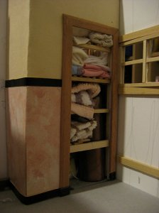 theinfill art deco dolls house blog, theinfill dolls house blog, theinfill 1930s-50s Deco House, Hogepotche Hall –Hodgepodge Hall - Medieval Tudor Jacobean dolls house blog - bathroom