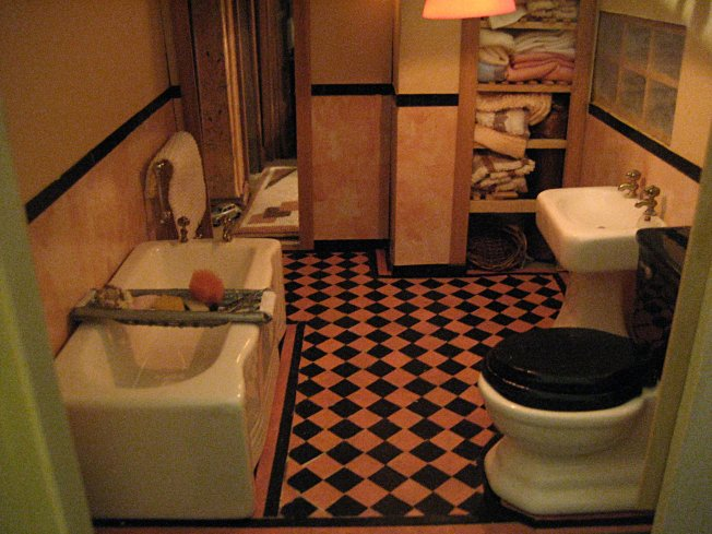 theinfill art deco dolls house blog, theinfill dolls house blog, theinfill 1930s-50s Deco House, Hogepotche Hall –Hodgepodge Hall - Medieval Tudor Jacobean dolls house blog - bathroom