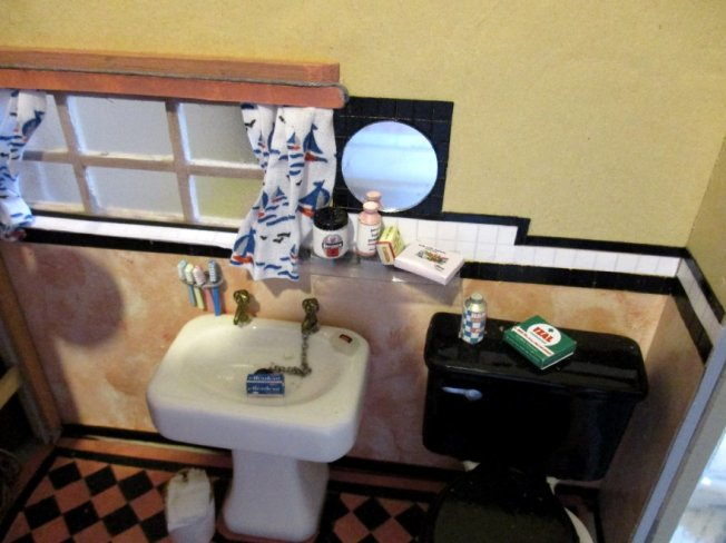 theinfill art deco dolls house blog, theinfill dolls house blog, theinfill 1930s-50s Deco House, Hogepotche Hall –Hodgepodge Hall - Medieval Tudor Jacobean dolls house blog - bathroom - shelf mirror and curtains tiling