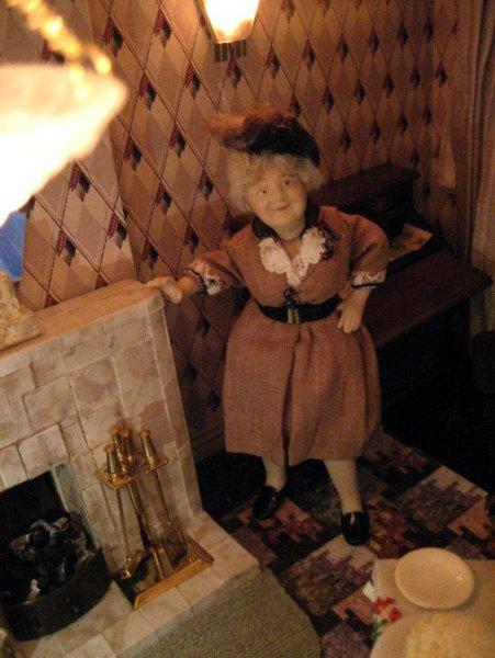 theinfill art deco dolls house blog, theinfill dolls house blog, theinfill 1930s-50s Deco House, Hogepotche Hall –Hodgepodge Hall - Medieval Tudor Jacobean dolls house blog - sitting room - figure
