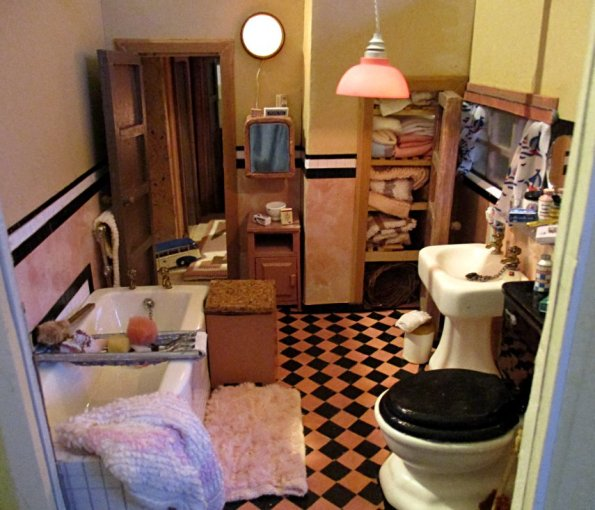 theinfill art deco dolls house blog, theinfill dolls house blog, theinfill 1930s-50s Deco House, Hogepotche Hall –Hodgepodge Hall - Medieval Tudor Jacobean dolls house blog - bathroom - mirrored cupboard