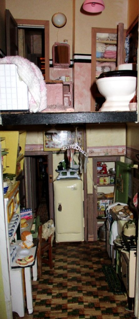 theinfill art deco dolls house blog, theinfill dolls house blog, theinfill 1930s-50s Deco House, Hogepotche Hall –Hodgepodge Hall - Medieval Tudor Jacobean dolls house blog - bathroom and kitchen