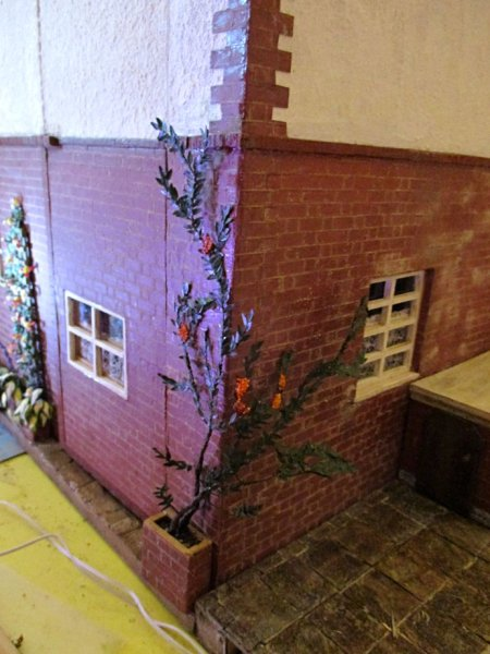 theinfill art deco dolls house blog, theinfill dolls house blog, theinfill 1930s-50s Deco House, Hogepotche Hall –Hodgepodge Hall - Medieval Tudor Jacobean dolls house blog - back of house reveal plant
