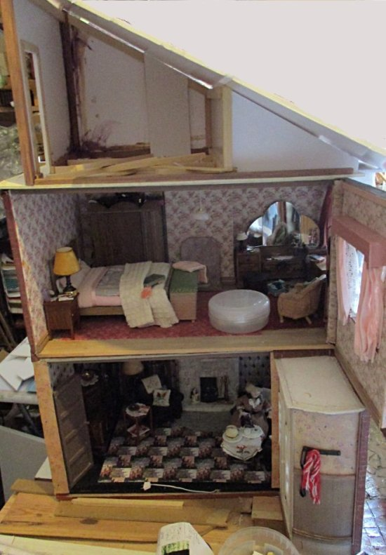 theinfill art deco dolls house blog, theinfill dolls house blog, theinfill 1930s-50s Deco House, Hogepotche Hall –Hodgepodge Hall - Medieval Tudor Jacobean dolls house blog - roofing and attics