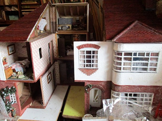 theinfill art deco dolls house blog, theinfill dolls house blog, theinfill 1930s-50s Deco House, Hogepotche Hall –Hodgepodge Hall - Medieval Tudor Jacobean dolls house blog - roofing card tile strips