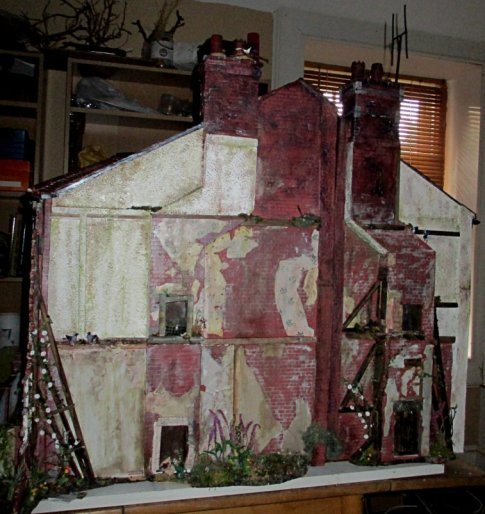 theinfill art deco dolls house blog, theinfill dolls house blog, theinfill 1930s-50s Deco House, Hogepotche Hall –Hodgepodge Hall - Medieval Tudor Jacobean dolls house blog - brickwork chimneys and TV aerial