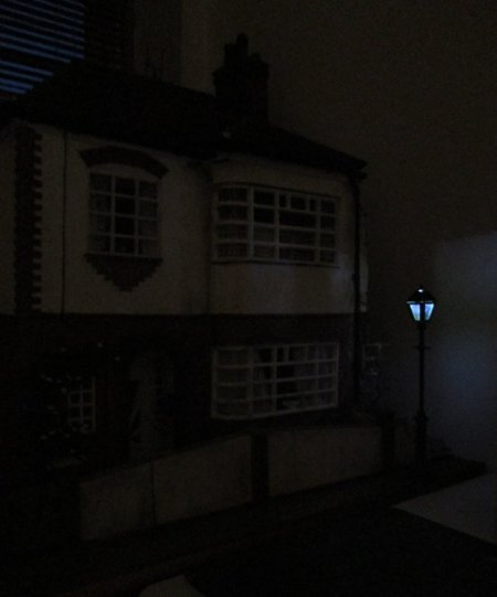 theinfill dolls house blog, theinfill dolls house blog, theinfill 1930s-50s Deco House, Hogepotche Hall –Hodgepodge Hall - Medieval Tudor Jacobean dolls house blog - street lighting