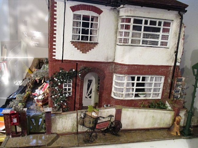theinfill blog, dolls house blog, theinfill dolls house blog, theinfill 1930s-50s Deco House, Hogepotche Hall –Hodgepodge Hall - Medieval Tudor Jacobean dolls house blog - street scene
