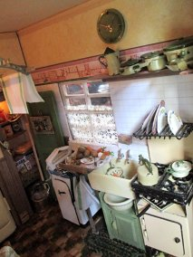 theinfill blog, dolls house blog, theinfill dolls house blog, theinfill 1930s-50s Deco House, Hogepotche Hall –Hodgepodge Hall - Medieval Tudor Jacobean dolls house blog - sunny day 2 kitchen